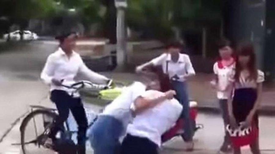 Hà Nội: Yêu cầu xử lý nghiêm nhóm nữ sinh đánh bạn
