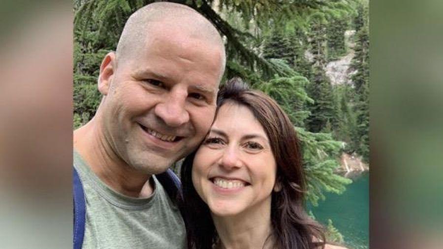 Vợ cũ tỉ phú Jeff Bezos lên xe hoa