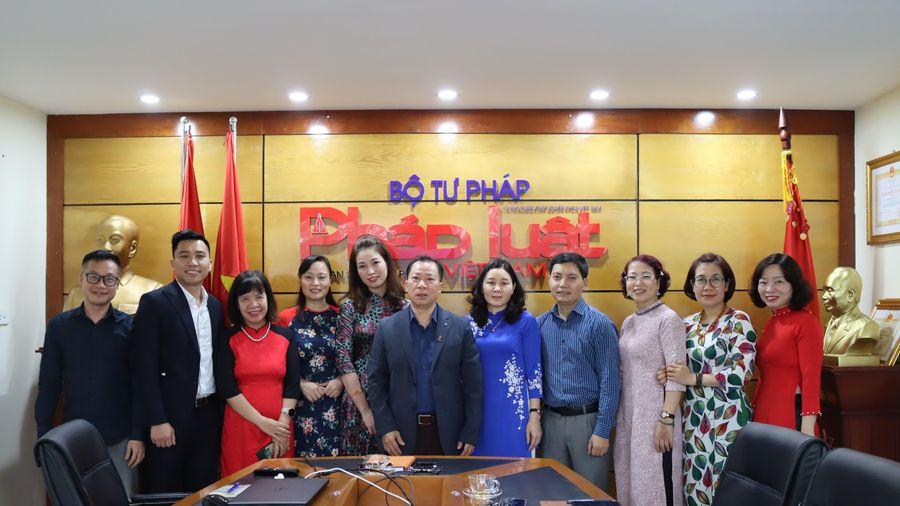 Báo Pháp luật Việt Nam hưởng ứng tuần lễ áo dài