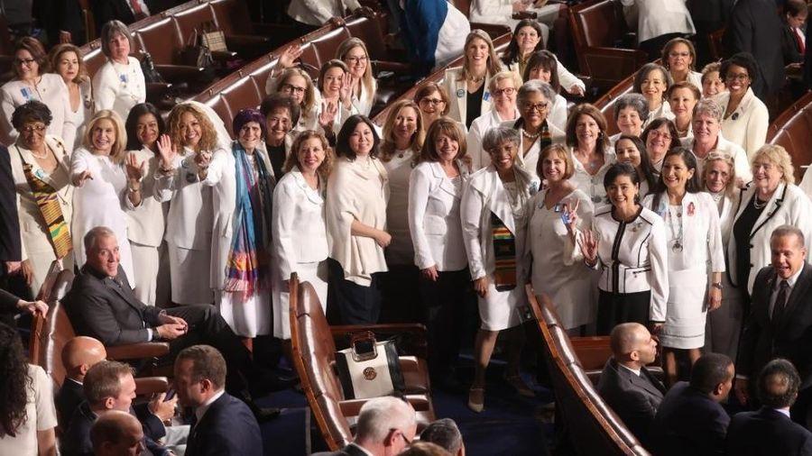 Hơn một phần tư thành viên quốc hội trên toàn thế giới là phụ nữ