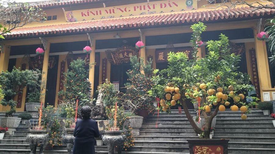 Hà Nội ngày đầu mở cửa đền chùa: An toàn phòng dịch là trên hết