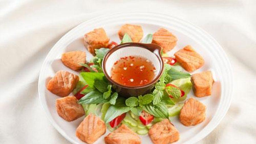 Cách làm món cá hồi chiên nước mắm dừa