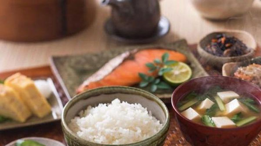 Nhiều người sợ béo bỏ cơm nhưng tại sao người Nhật ăn cơm hàng ngày vẫn gầy và sống thọ?
