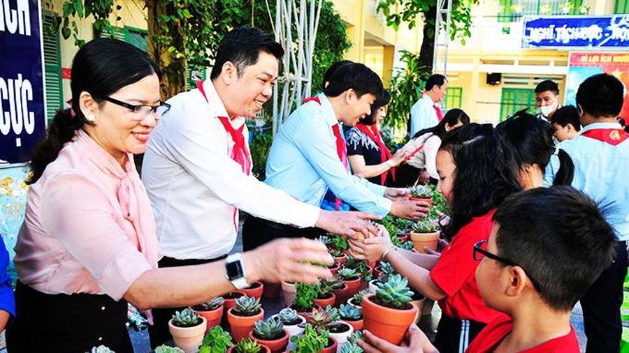 Nhân rộng chương trình 'Đổi rác lấy cây xanh'