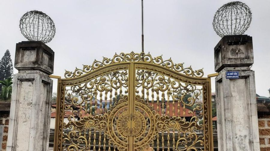 Bộ Văn hóa lên tiếng về việc thay cổng sắt tại di tích quốc gia đặc biệt đình Tây Đằng