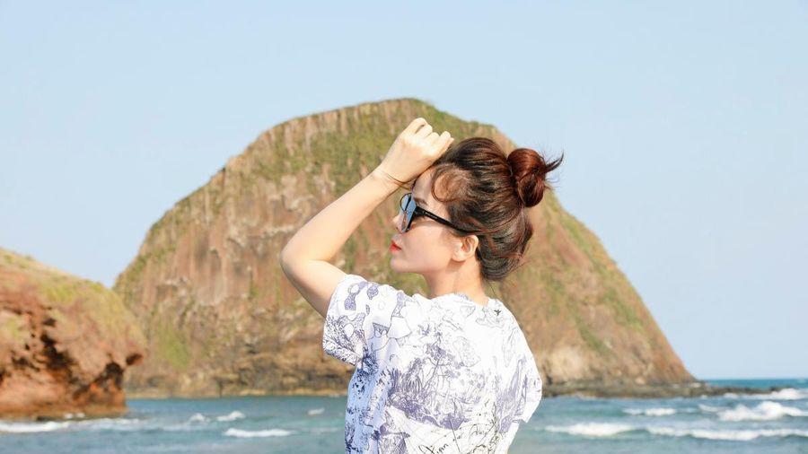 Hoa hậu Oanh Lê khoe nhan sắc trẻ trung khi đi du lịch ở Phú Yên