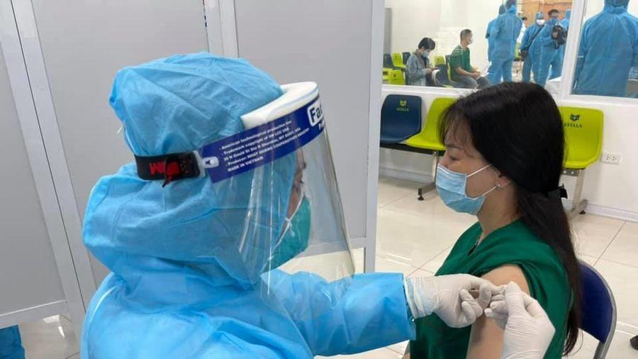 Nhân viên y tế có thể trở lại làm việc bình thường sau tiêm vaccine 30 phút