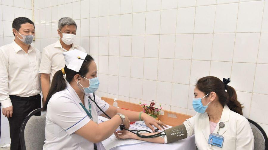 Theo dõi 14 ngày sau tiêm chủng vaccine COVID-19