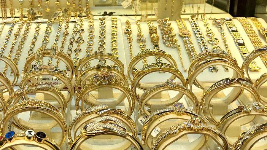 Đầu tuần, giá vàng tăng 150.000 đồng mỗi lượng