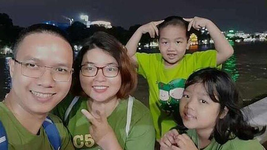 Bố dạy 2 con nhỏ đầu tư kiếm hàng chục triệu đồng