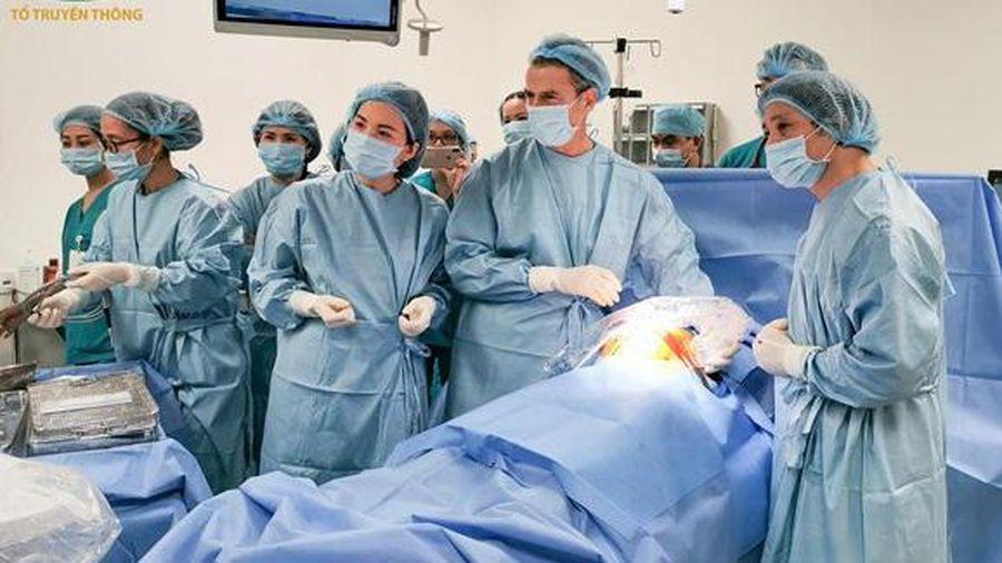 Nữ bác sĩ BV Phụ sản cùng đồng nghiệp cứu các thai nhi còn trong bụng mẹ bằng kỹ thuật đỉnh cao thế giới: 'Mọi em bé đều có quyền được sống!'
