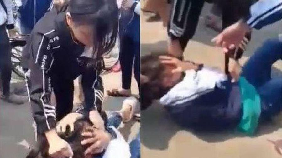 Tuần đầu đi học, nữ sinh Hà Nội bị đăng clip đánh hội đồng