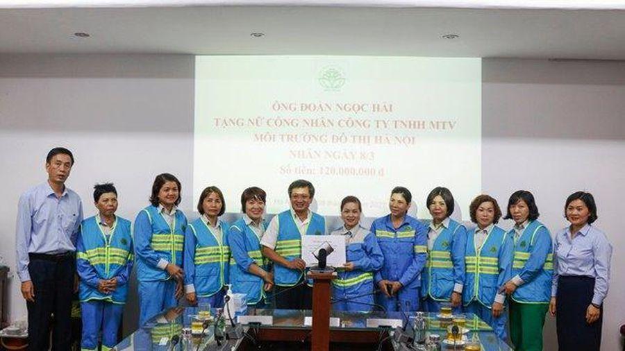 Ông Đoàn Ngọc Hải tặng 120 triệu đồng cho công nhân vệ sinh môi trường