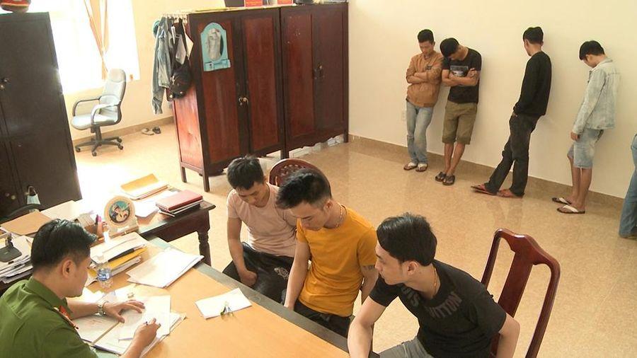 Thừa Thiên Huế: Hàng chục thanh niên thuê phòng karaoke đánh bạc, sử dụng ma túy