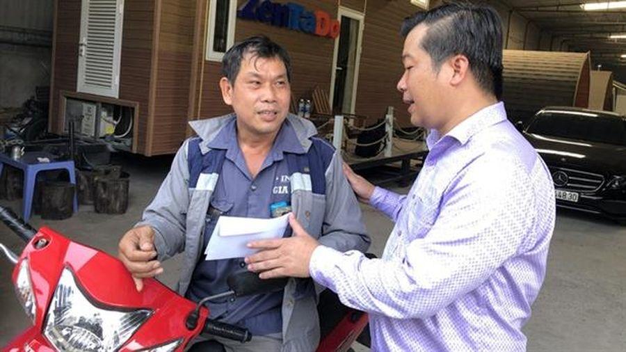 Tâm sự chủ xe Mercedes tặng xe máy cho shipper đi ẩu