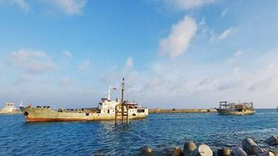 Kịp thời cứu hộ, khắc phục sự cố 2 tàu cá gặp nạn trên biển