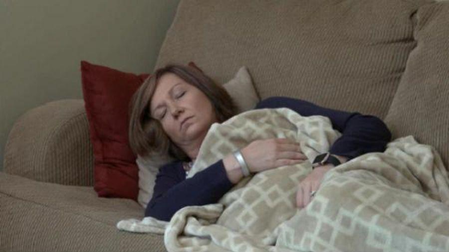 Bị bệnh lạ đi lại khó khăn suốt 10 năm, người phụ nữ ngỡ ngàng khi 'hung thần' ở ngay trong nhà