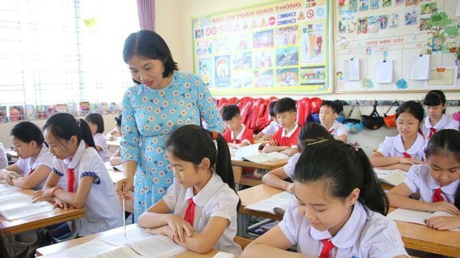 Ưu đãi giáo viên trẻ, nhưng đừng bạc bẽo với giáo viên già