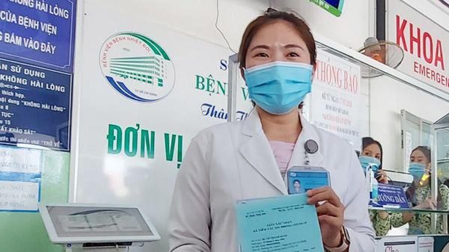 Nữ bác sĩ 2 lần hoãn cưới được chọn tiêm đầu tiên