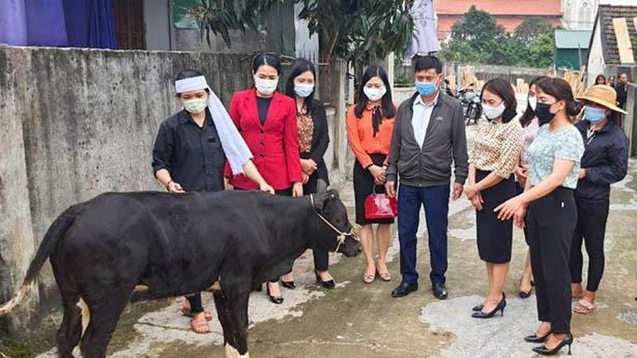 Hỗ trợ sinh kế cho phụ nữ nghèo Hà Tĩnh từ nguồn tài trợ cuộc thi 'Duyên dáng áo dài qua ảnh'