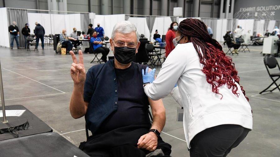 Mỹ: Số người được tiêm chủng vaccine COVID-19 cao hơn số ca nhiễm