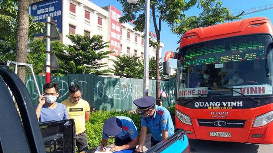 Hai tháng đầu năm, TTGT Hà Nội xử lý hơn 900 trường hợp vi phạm