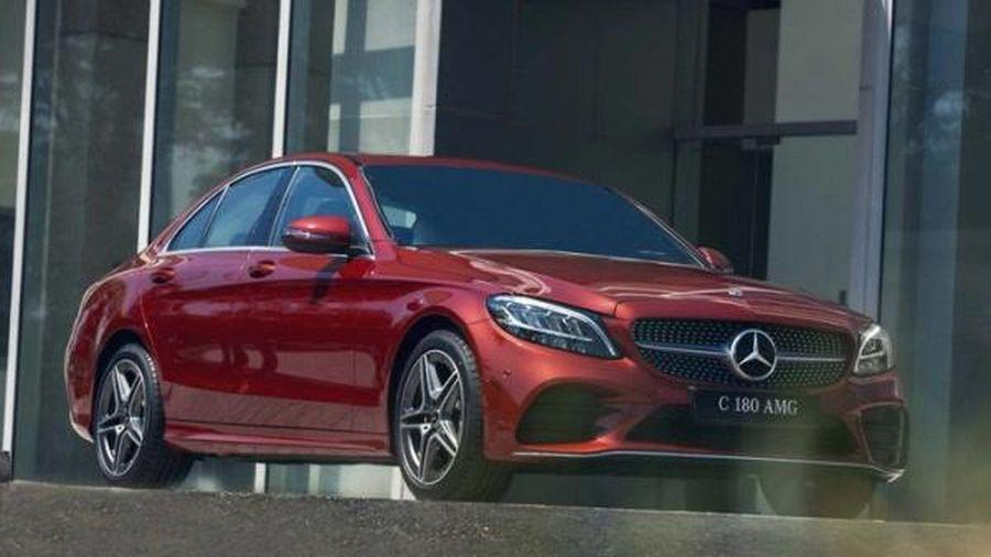 Mercedes-Benz C 180 AMG giá 1,5 tỷ đồng có gì cạnh tranh VinFast Lux A2.0?