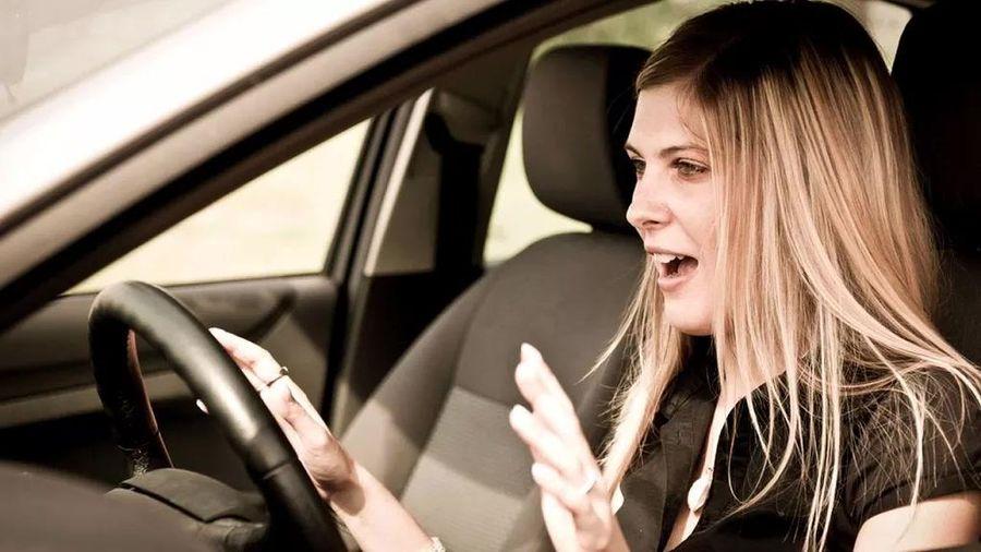 Cách xử lý khi ô tô đột ngột tăng tốc