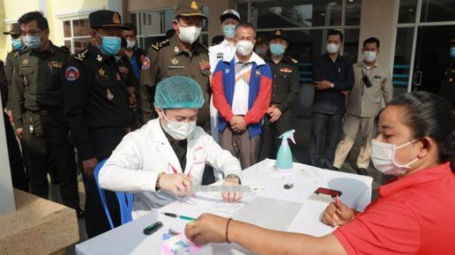 2 tuần sau ca lây nhiễm cộng đồng, số ca COVID-19 tại Campuchia vượt 1000 người