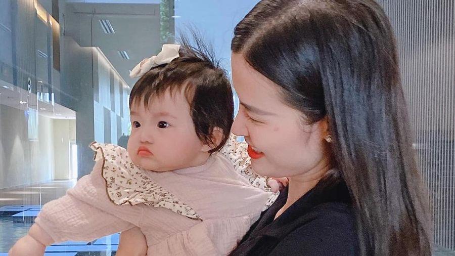 Những khoảnh khắc 'hổ báo' của bé Winnie, mẹ Đông Nhi không lo bị ăn hiếp