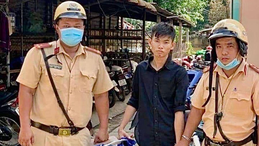 Cảnh sát truy đuổi thanh niên phóng xe trộm cắp
