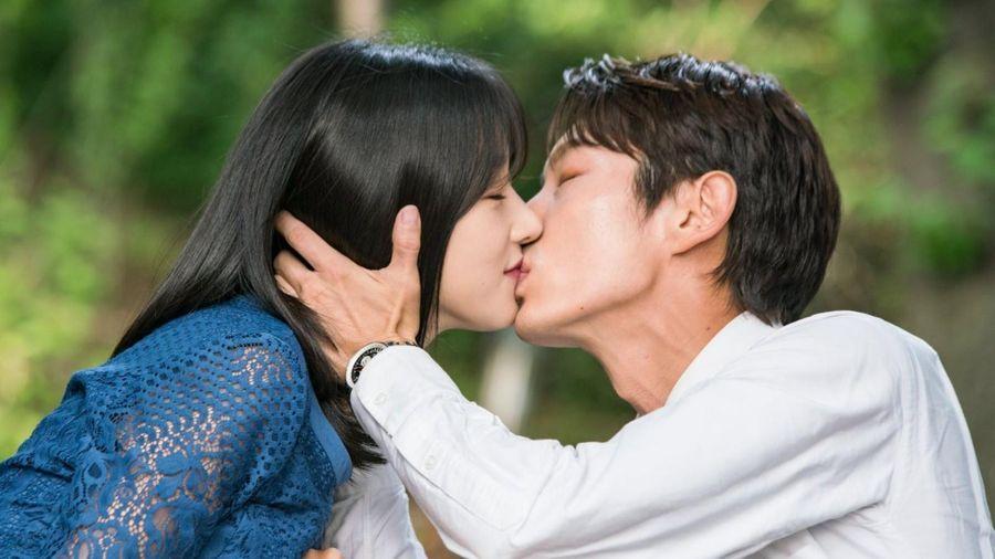 Seo Ye Ji vẫn quay cảnh hôn Lee Jun Ki khi hẹn hò Kim Jung Hyun