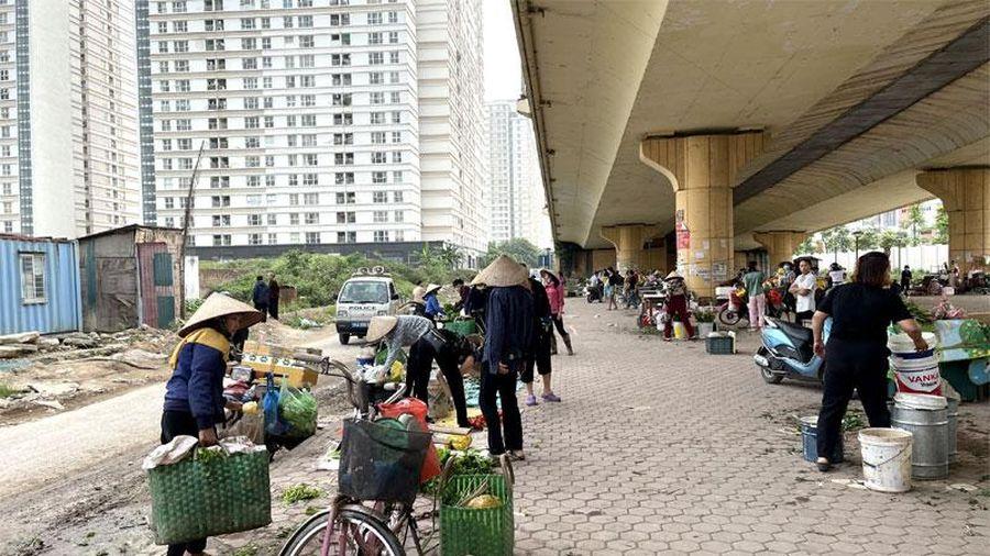 Hà Đông: Xử lý chợ tạm, bãi đỗ xe không phép trên địa bàn