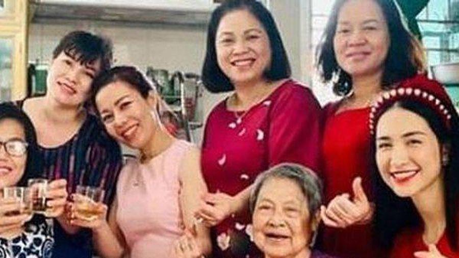 Đoạn tin nhắn giữa Hòa Minzy và mẹ chồng đại gia khiến nhiều người bất ngờ