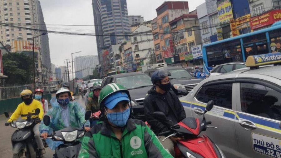 Thi công hầm chui Lê Văn Lương không đúng giấy phép gây ùn tắc