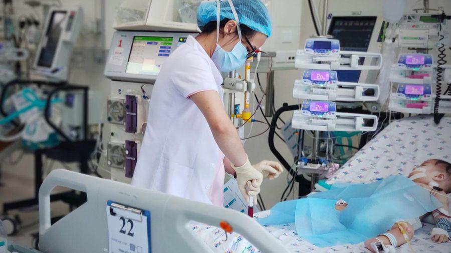 Thêm bệnh nhân nhi bị tay chân miệng biến chứng nặng