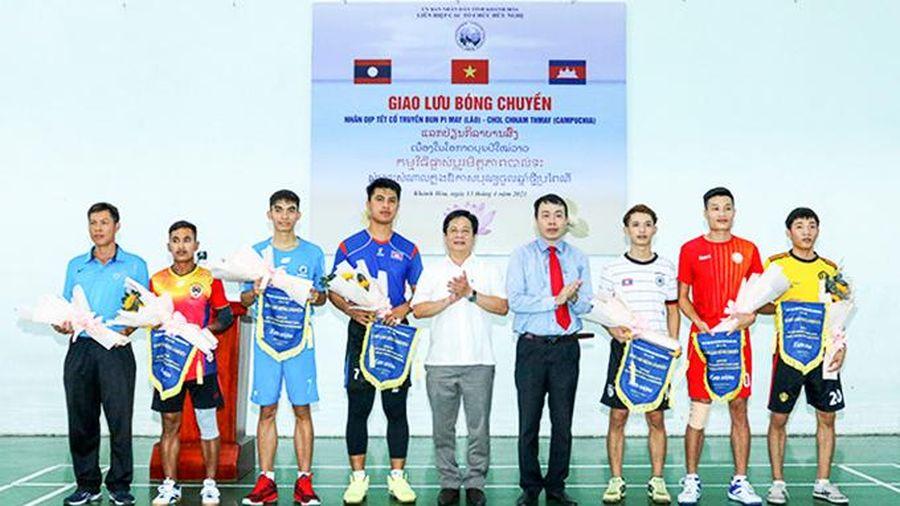 Giao lưu bóng chuyền học viên Lào - Campuchia