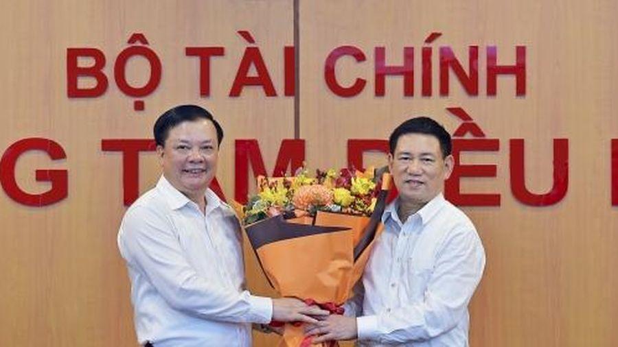 Tân Bộ trưởng Bộ Tài chính Hồ Đức Phớc nhận bàn giao nhiệm vụ