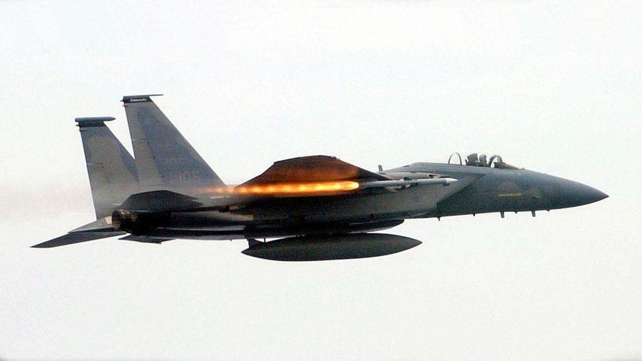 Mỹ thử tên lửa có tầm xa kỷ lục, hạ một máy bay không người lái