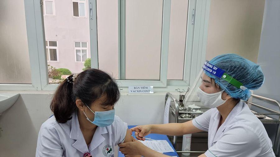 Không lơ là trong phòng chống Covid-19, thực hiện tiêm chủng vaccine đúng tiến độ
