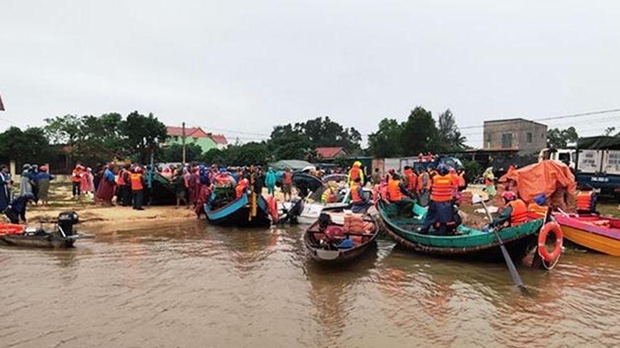 Tặng Bằng khen cho ngư dân xả thân vào vùng lũ cứu người