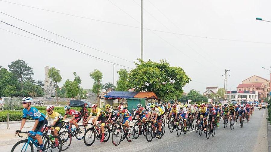 Đoàn đua Cúp Truyền hình HTV 2021 qua Hà Tĩnh