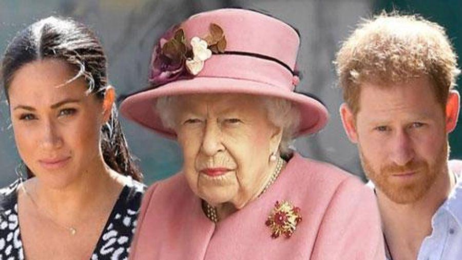 Muốn Nữ hoàng xin lỗi Meghan, Harry bị mỉa mai chỉ vì một người đàn bà và danh vọng mà vứt bỏ gia đình
