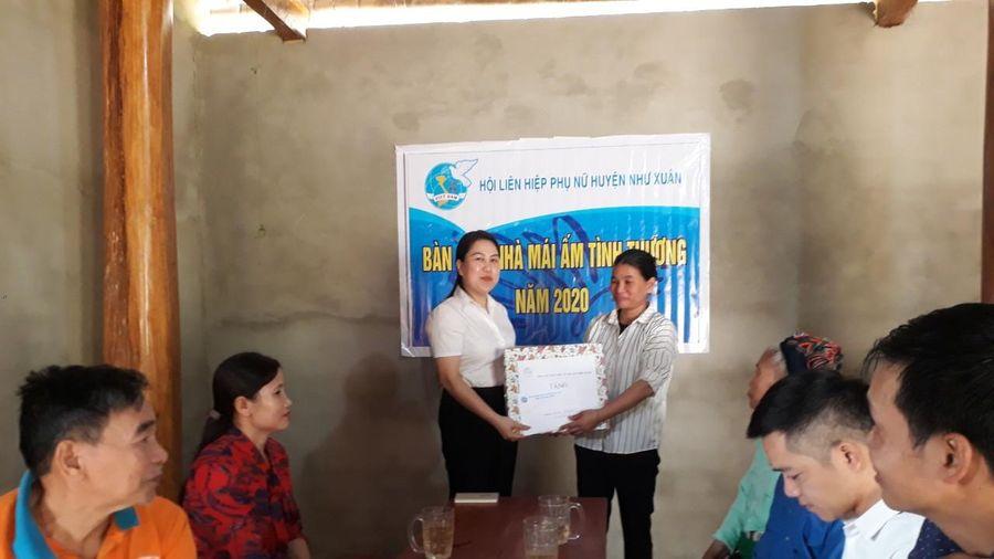Trao 'Mái ấm tình thương' cho hội viên phụ nữ nghèo ở xã Thanh Sơn