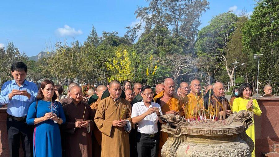 Chức sắc Phật giáo TP.Vũng Tàu viếng Nghĩa trang Hàng Dương