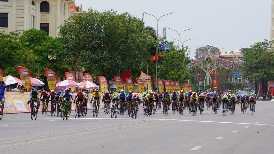 Cua-rơ Nguyễn Tấn Hoài về nhất chặng 9 cuộc đua xe đạp tranh Cúp Truyền hình TP. Hồ Chí Minh lần thứ 33