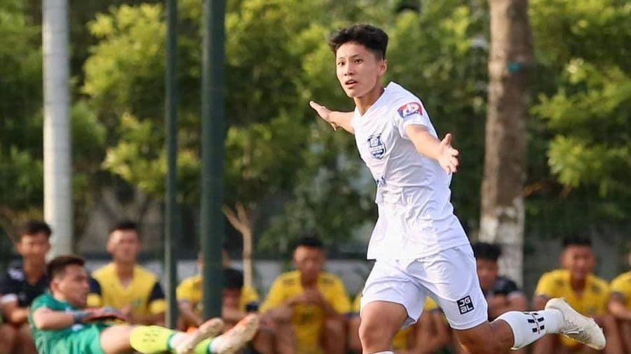 Tỏa sáng ở Học viện Nutifood, em họ Công Phượng được gọi lên U18 Việt Nam