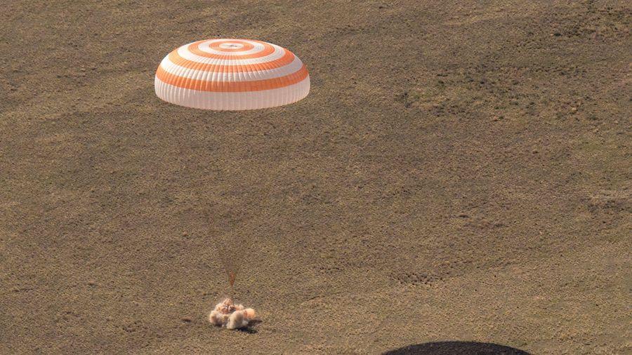 Tàu Soyuz từ ISS về Trái Đất