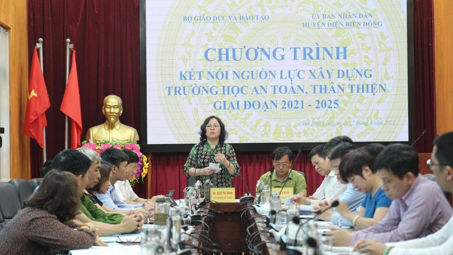 Thứ trưởng Ngô Thị Minh khảo sát nhu cầu đầu tư lớp học tại Điện Biên Đông