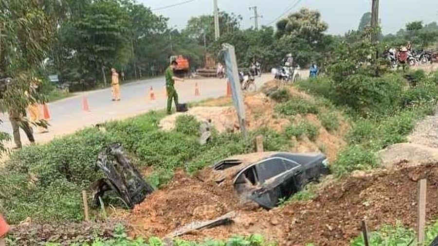 Vĩnh Phúc: Dùng đất 'lấp' ô tô cứu sống 3 người